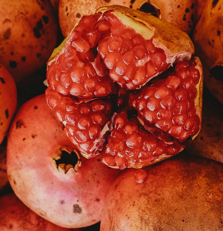 Pomegranate Roberto Carl Unsplash